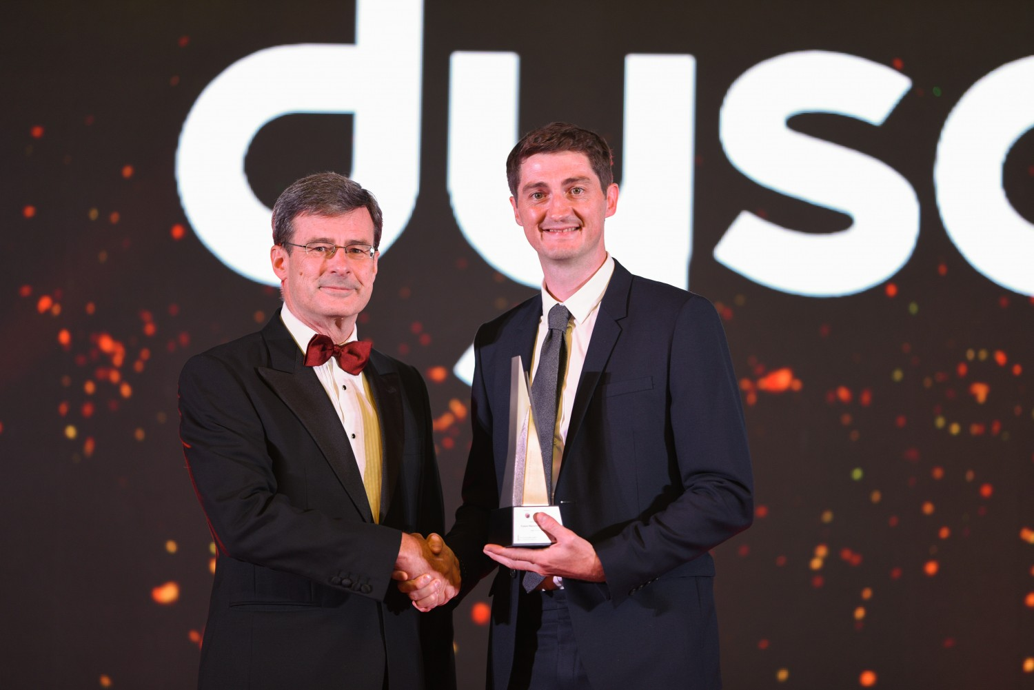 Picture L-R: James Gossip, Deputy CEO of HSBC Malaysia presenting the award to Scott Maguire, VP of Engineering and Operations, Dyson Manufacturing Malaysia.