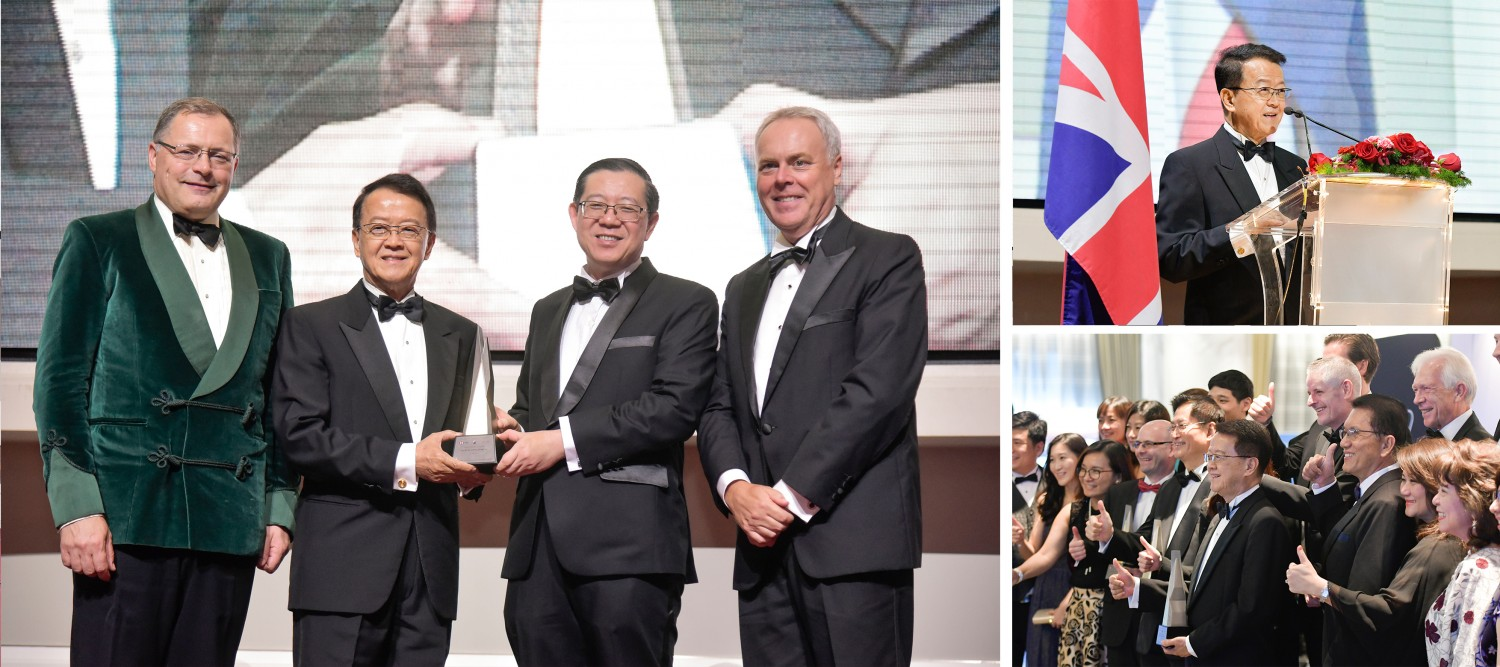 Tan Sri Dr Jeffrey Cheah receiving the honorary Award from YB Tuan Lim Guan Eng, Minister of Finance Malaysia, accompanied by H.E. Charles Hay, British High Commissioner to Malaysia and Andrew Sill, BMCC Chairman
