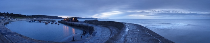 The Cobb at Lyme Regis at dawn, with the Jurassic Coast beyond, Dorset, UK (Cr. VisitBritain)
