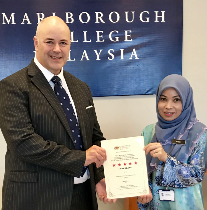 The Master of Marlborough College Malaysia receives award from the Ministry of Education